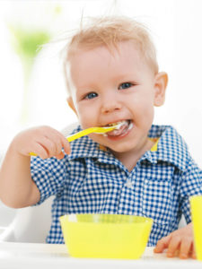 baby eat fruit