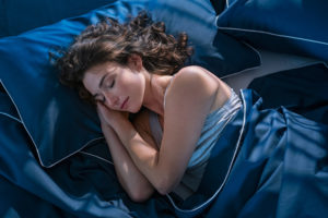 woman sleeping on her side stop snore remedy